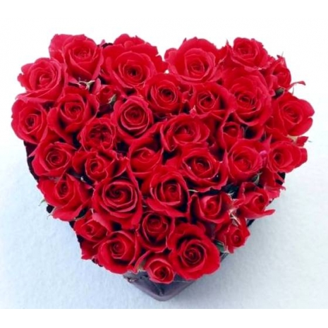 Send Vibrant Red Roses Heart Bouquet to Dhaka in Bangladesh