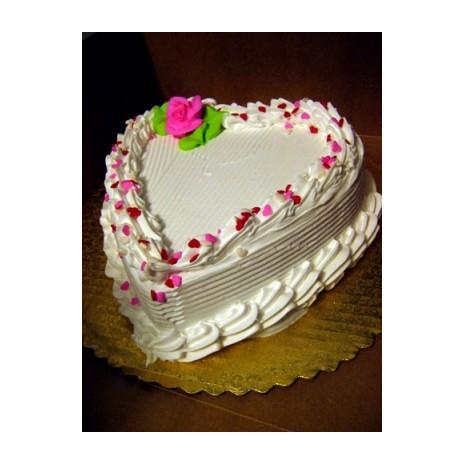 44 Pounds Vanilla Heart Cake By Yummy
